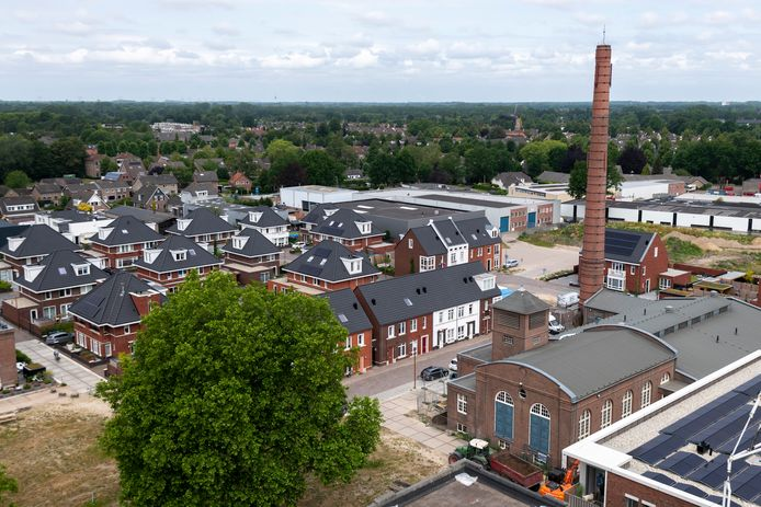 Rondom de oude leerfabriek KVL komen in Oisterwijk steeds meer nieuwe woningen te staan.