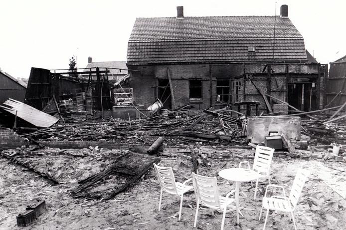 In juli 1981 brandde de feestzaal bij cafe Boulevard in Bergeijk tot de grond toe af.