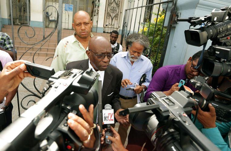 FIFA-vice-president Jack Warner maandag nadat hij een rechtbank in Trinidad en Tobego heeft bezocht vanwege een corruptie aanklacht. Beeld epa
