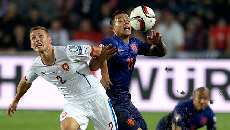 Pavel Kaderabek (links) in actie tegen Oranje