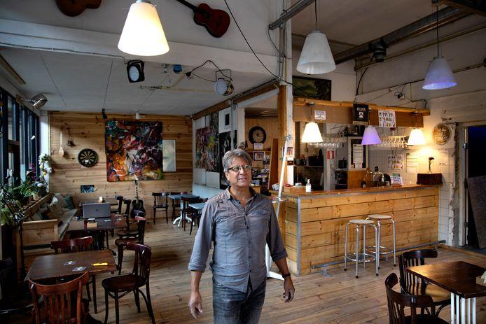 Patrick van der Voort moet zijn S-Plaza-café sluiten door corona.