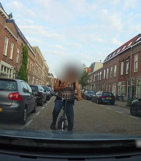 Appende vrouw botst tegen stilstaande auto  Utrecht, video al 42.000 keer bekeken