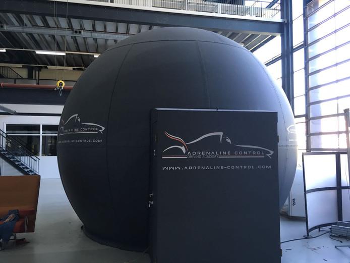 Bij Adrenaline Control in Rijen (eigenaar is Atze Kerkhof) kunnen coureurs zich in een simulator voorbereiding op een race