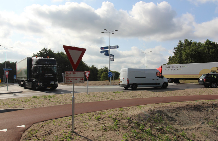 Door de nieuwe rotonde is het verkeersbeeld bij de afslag Zegge veel rustiger dan toen er nog een kruising was.
