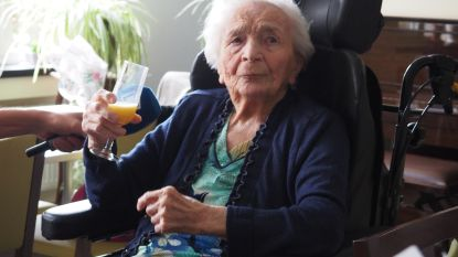 "Oudste Duffelaar blaast 105 kaarsjes uit: ""Haar geheim? Hard werken en veel spek met goeie boter eten"""