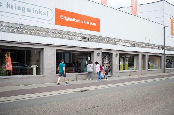 Klanten stonden vandaag voor een gesloten deur bij De Kringwinkel in Deurne