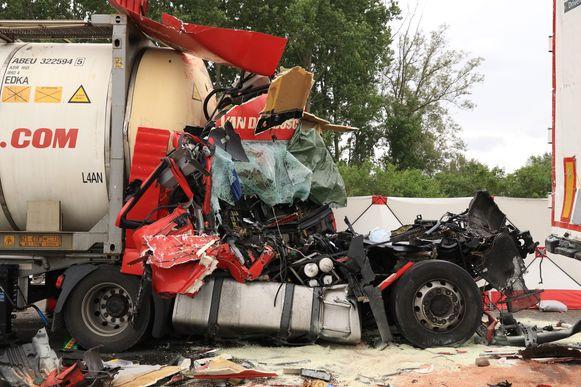 Bij het ongeval in Kalken kwam een 37-jarige Hongaarse trucker om het leven.