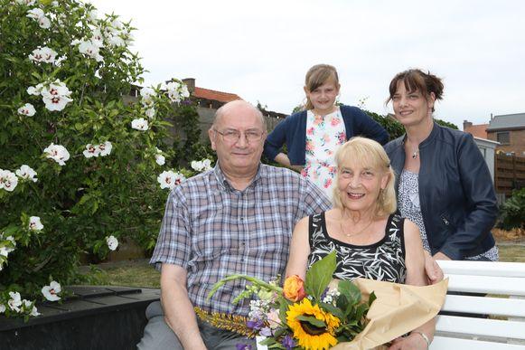 José en Lisette vieren hun gouden huwelijk, samen met dochter Anja en kleindochter Femke