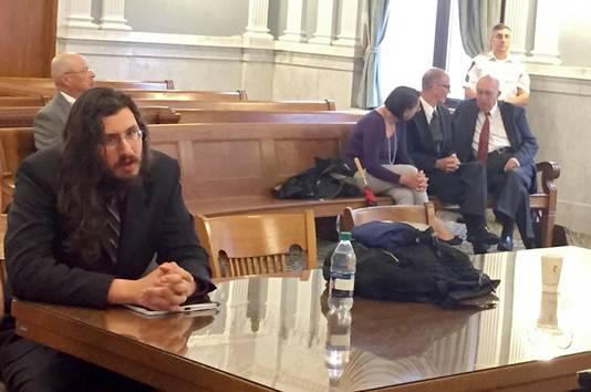 Michael Rotondo in de rechtszaal, met rechts zijn ouders Mark and Christina.