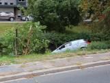 Auto in sloot aan Hengelolaan