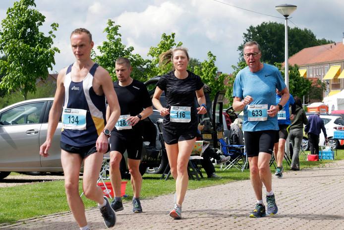 Deelnemers leggen in 6 uur tijd zo vaak mogelijk hetzelfde rondje van ruim 2300 meter af. Bij de vrouwen legde de winnaar in die 6 uur ruim 65 kilometer af, bij de mannen dik 78 kilometer.