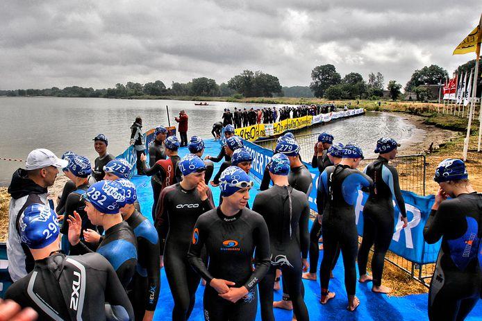 Zandafgraving De Domelaar is alleen bij de Triathlon Holten opengesteld voor het zwemonderdeel.
