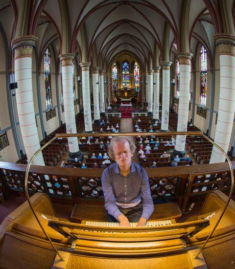 Blinde toppianist op Bachdag in Eindhoven: 'Ik voeg Bach toe aan de jazz, niet andersom'