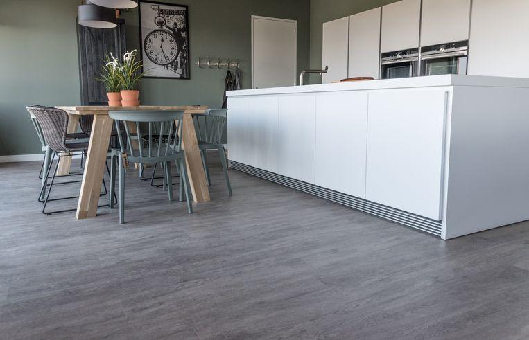 Wil je een vegan-vloer? Dan kies je beter voor een echte houten vloer. In sommige laminaatsoorten zit dierlijke lijm.