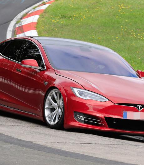 Tesla maakt zich op om Porsche Taycan te verslaan op Nordschleife