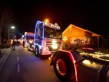 Gaaf: stoet verlichte vrachtwagens trekt door Twenterand