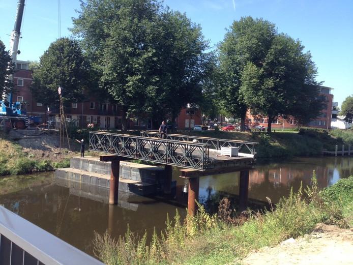De tijdelijke Bartenbrug wordt weer gesloopt.