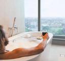Le jeune homme d'une vingtaine d'années partageait avec ses 17.000 followers des photos de son voyage de luxe.
