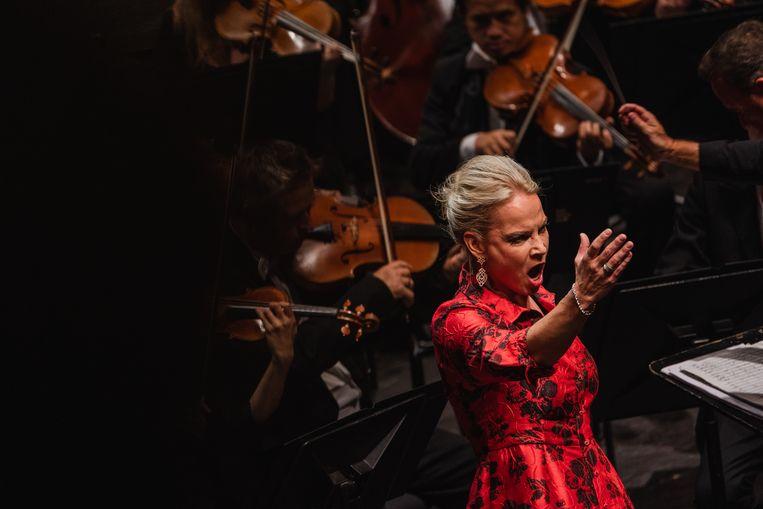Het openingsgala met Elīna Garanča door Antwerp Symphony Orchestra