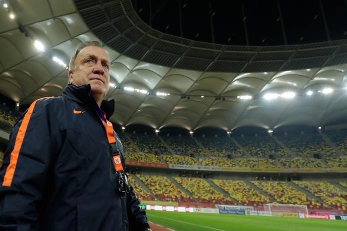 Bondscoach Dick Advocaat tijdens de training van het Nederlands elftal in de Arena Nationala een dag voor de oefeninterland van Oranje tegen Roemenie.