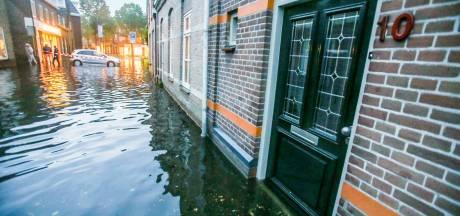 In Gemertse huizen staat 20 cm water na zware regenval: 'Het stroomt gewoon over de dorpels heen'
