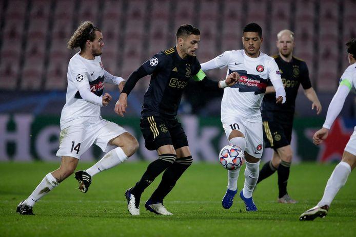 Dusan Tadic en Davy Klaassen (achtergrond) konden toch spelen tegen FC Midtjylland.