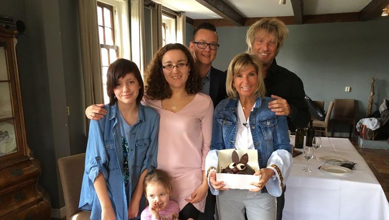 De vierkoppige familie Van der Waal ruilt met de blonde Michael en Alice. Beeld Vincent TV