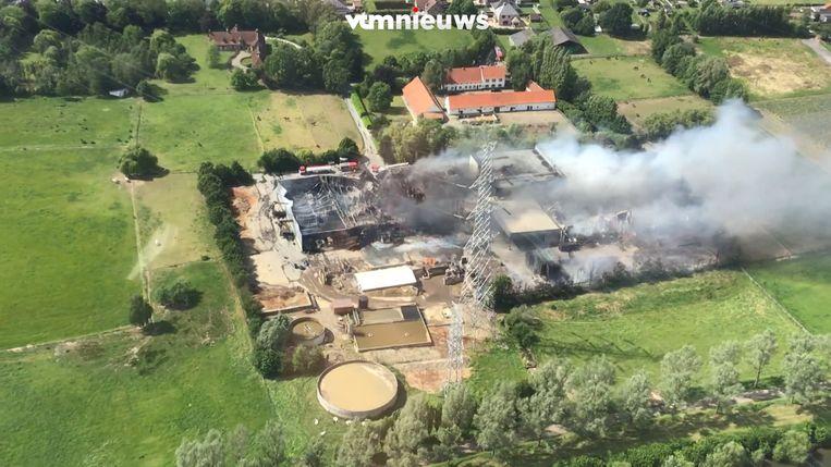 Helikopterbeelden tonen ravage na brand in Bavikhove