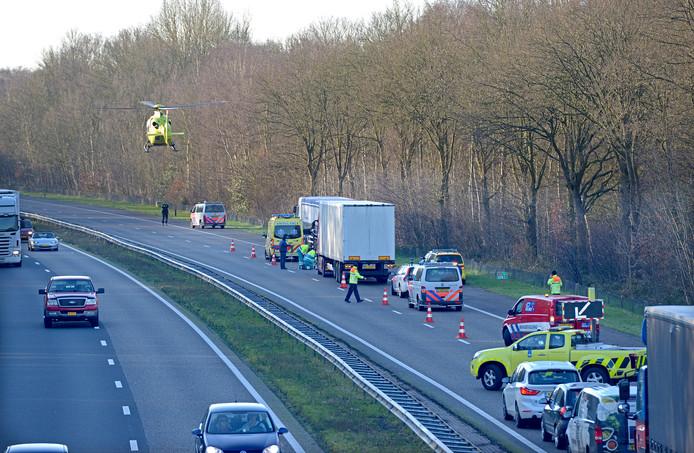Ernstig ongeval op A4 bij Bergen op Zoom. Foto GinoPress