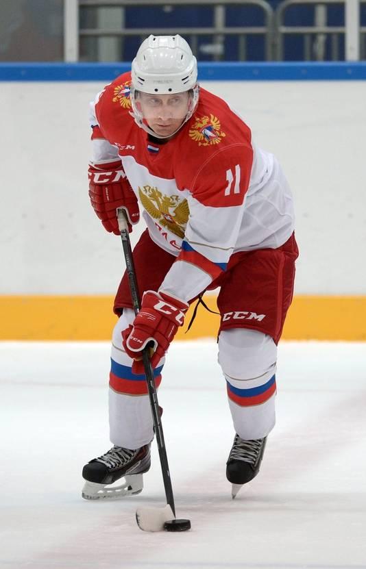 De president op de schaats, tijdens een partijtje ijshockey in Krasnaya Polyana, nabij Sochi
