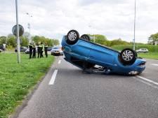 Auto slaat over de kop na botsing op Turnhoutsebaan in Goirle