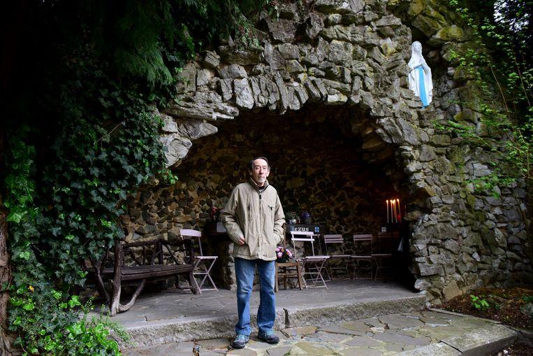 Vincent bij 'zijn' grot in de Abbeloosstraat