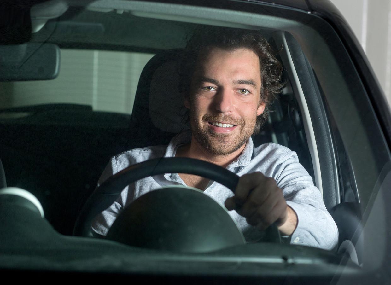 Juriaan de Vries in zijn auto.
