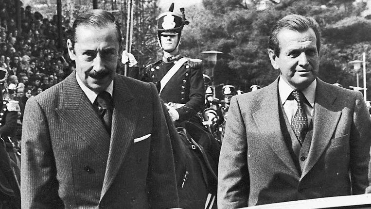 Zorreguieta (rechts) in 1979 als staats-secretaris van Landbouw met dictator Jorge Videla Beeld Reuters