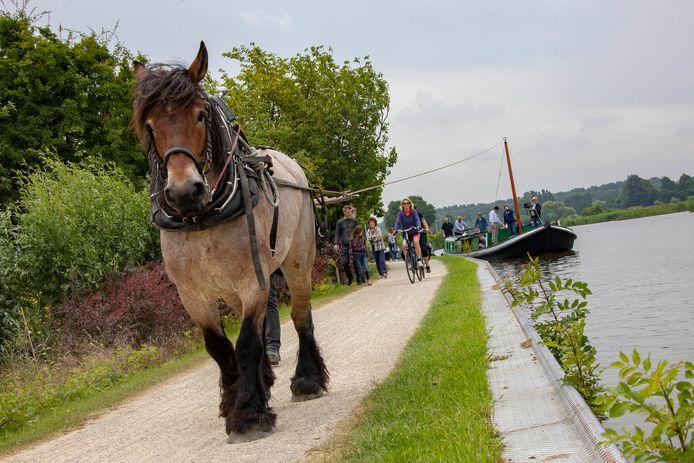 De oude trekvaartroute voert hier langs Schipluiden. Verschillende routes wandel-, fiets- en vaarfanaten zijn in de maak.