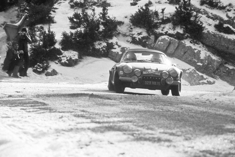 De Alpine A110 tijdens de Monte Carlo Rally in 1972. Beeld Renault