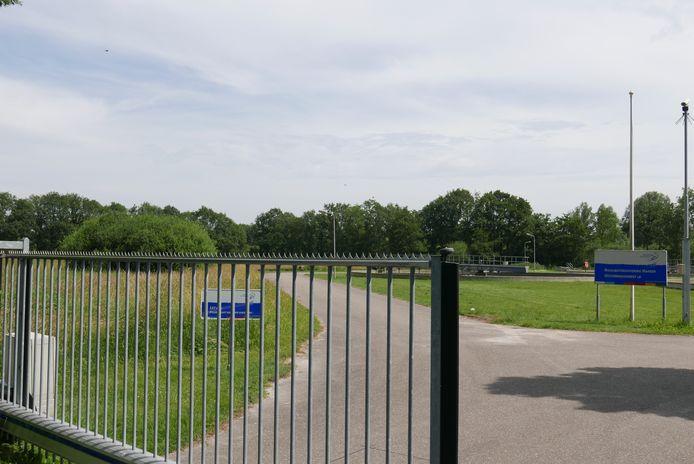 Op het terrein van de rioolwaterzuivering aan de Oisterwijksedreef in Haaren komt een zonnepark met zo'n 1.900 zonnepanelen.