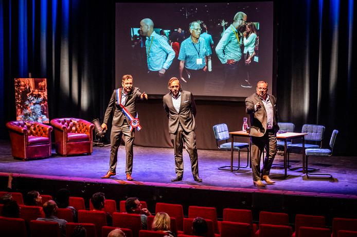 In Markant theaterstuk ''Dit is Uden'', met drie mannen die Uden lekker op de korrel nemen