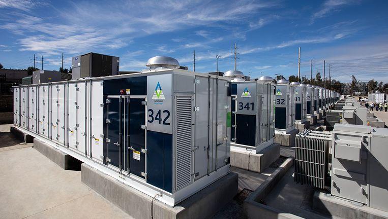 Het grootste batterij-opslagsysteem ter wereld, van AES - dat ook bij Vlissingen een opslagsysteem heeft gebouwd, bij San Diego in Californië. Hier worden nog traditionele batterijen gebruikt. Beeld AES Energy Storage