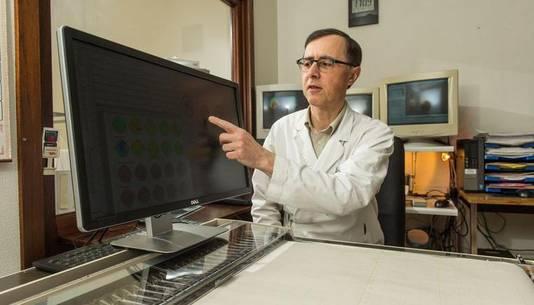 Le docteur Dumalin présente les résultats de ses recherches