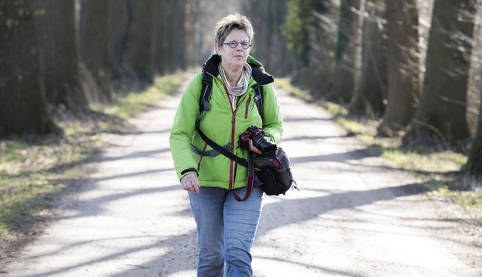 Truus Wijnen maakt veel wandelrouters en won een prijs voor de beste route van Nederland.