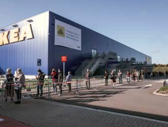 Lange wachtrijen aan IKEA en Action in Hasselt