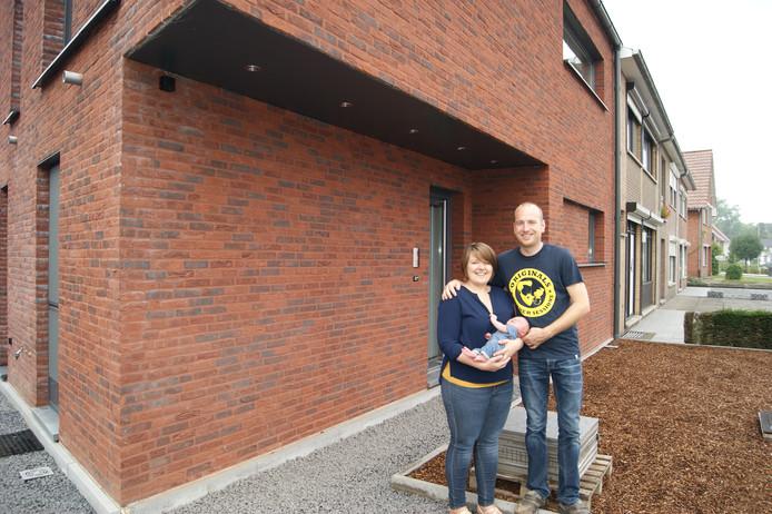 Joren et Cynthia vivent avec leur fils Wout dans un nouveau bâtiment moderne à Hechtel-Eksel.