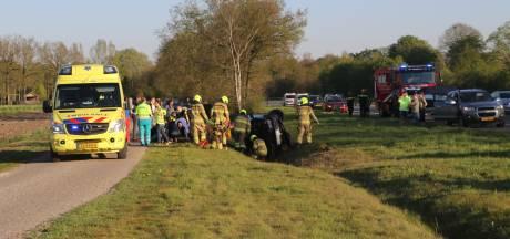Auto belandt in greppel op A30 bij Lunteren, meerdere gewonden