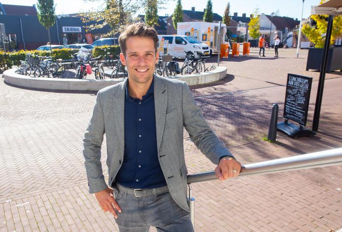 Centrummanager Sem den Hollander is blij met de plannen voor het Molenplein in Oud-Beijerland.