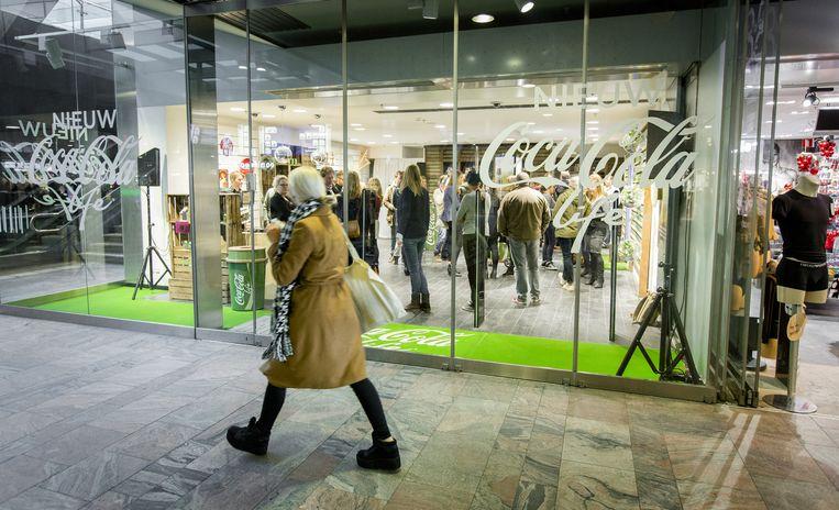 De opening van de Coca-Cola life pop-up store op Rotterdam Centraal. Beeld ANP