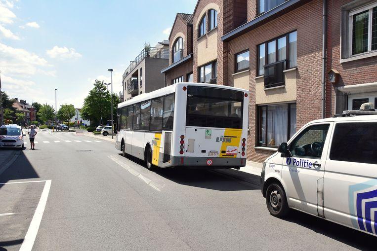 De vrouwelijke chauffeur werd aangevallen nadat ze halt hield in de Koningin Fabiolastraat in Gullegem.
