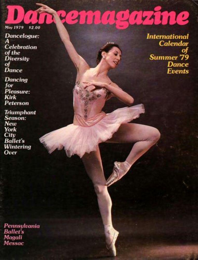 Het Dancemagazine dat voor de voeten van Mabinty waaide. Beeld