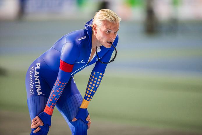 Koen Verweij schaatst dit seizoen in het pak van Team Plantina, terwijl hij in de aanloop naar de Winterspelen traint met de Russische ploeg.