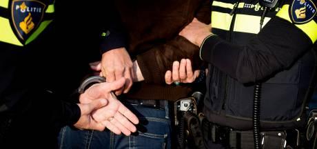 Man uit Enschede (56) gaat motoragent te lijf met broodmes en roept 'corona!' tijdens arrestatie
